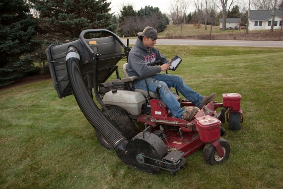 3 things to look for in lawn care software, Invoice templates